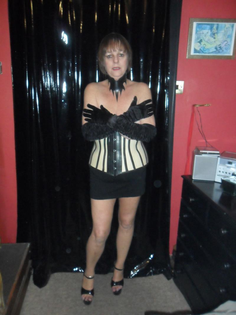 Mistress 4 2 slaves girls - 1 7