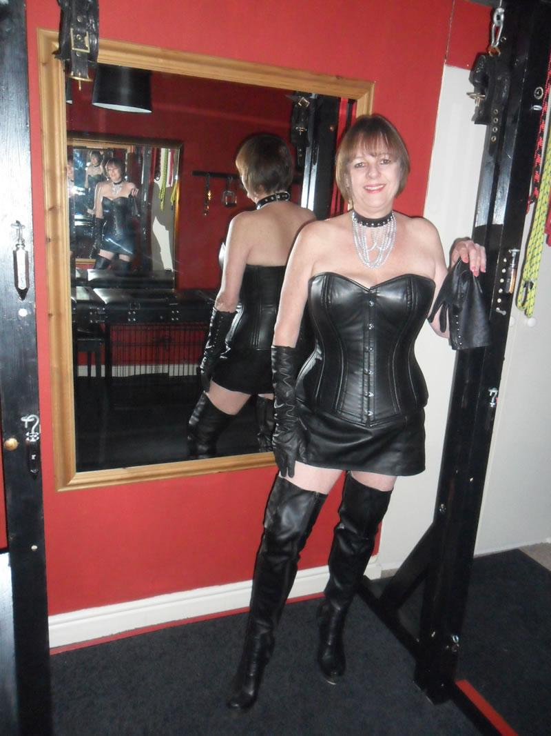 2 mistresses 2 slaves 2 whips - 3 9