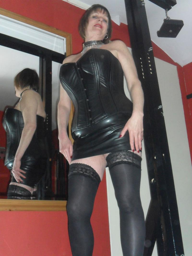 2 mistresses 2 slaves 2 whips - 3 1